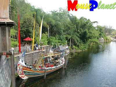 Disney world 12 jours de rêves en image Asian_boats_discovery_river_parkinson