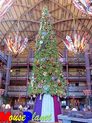 Animal Kingdom Lodge displays spectacular holiday decorations