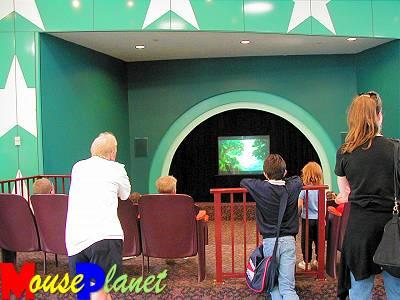 Disney world 12 jours de rêves en image Waiting_area_in_lobby