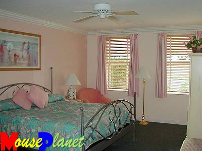 The master bedroom in the one- and two-bedroom vacation homes.