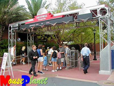A typical Fastpass distribution area.