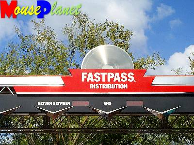 The Fastpass distribution marquee shows the return window times.